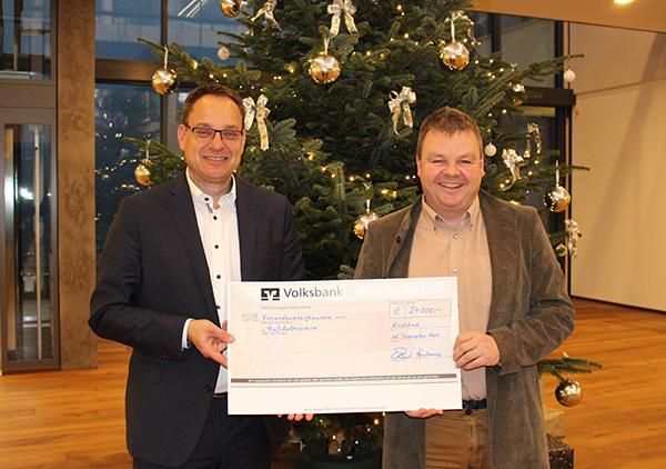 Spendenübergabe - 24.000 Euro für Fußballvereine in der Region
